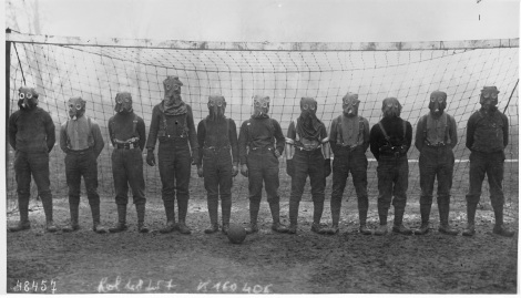 world_war_i_british_soccer_team_with_gas_masks_1916
